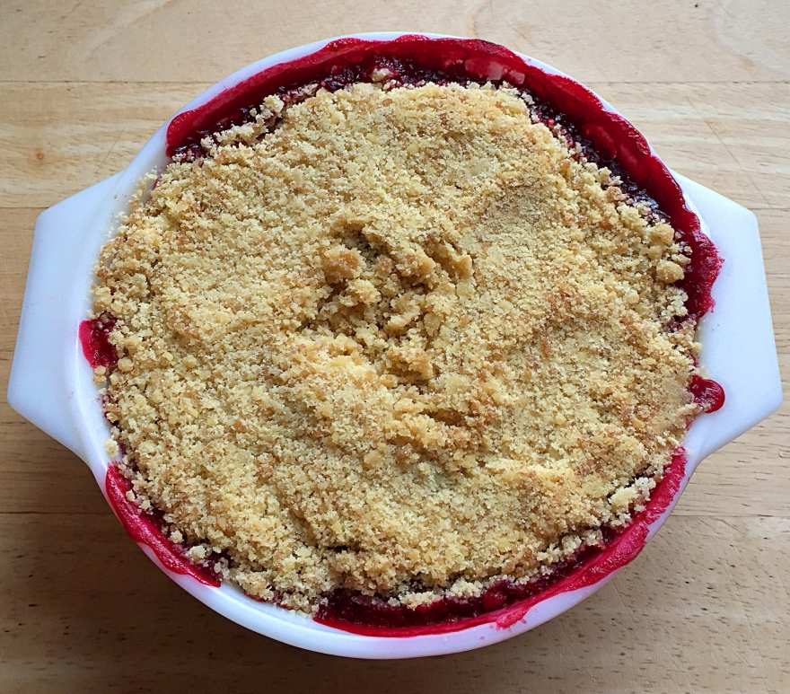apple-bramble-crumble-dish