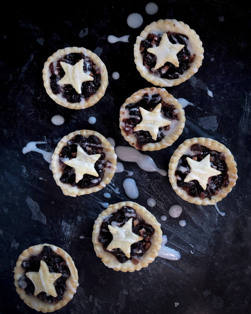 Adding glacé icing drizzles to mince pies