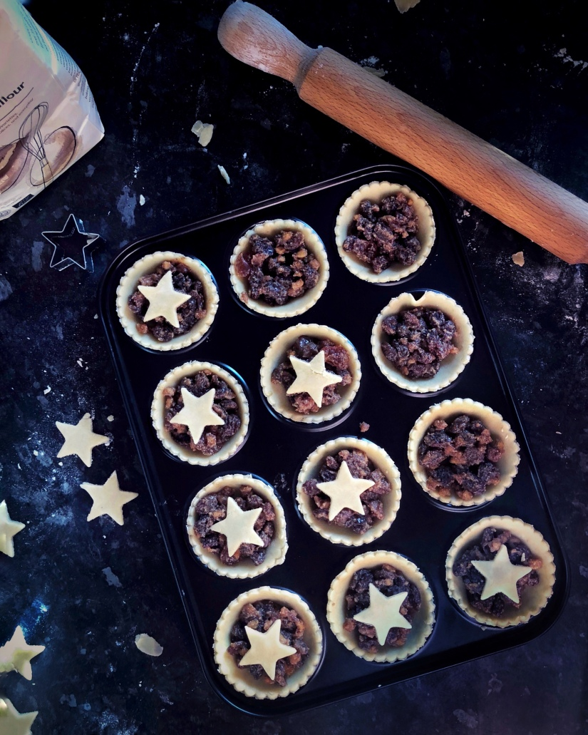 Adding the stars to the mince pies